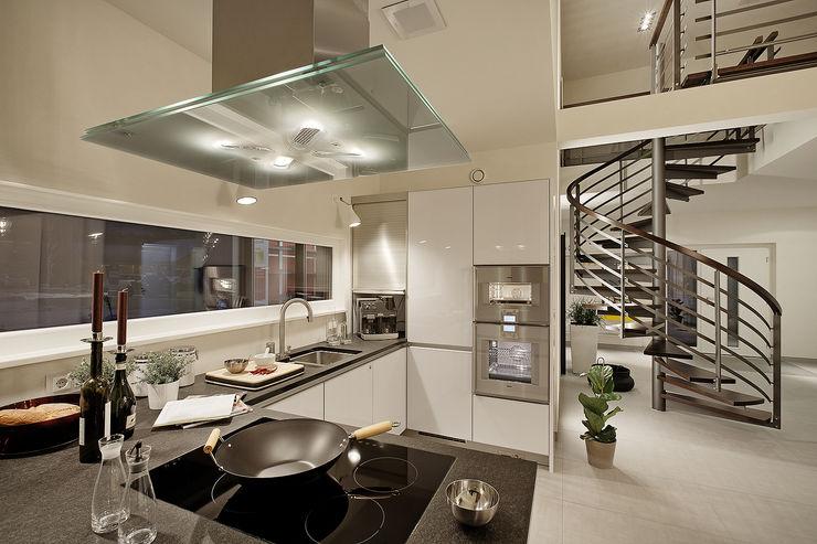 LUXHAUS Musterhaus Nürnberg Lopez-Fotodesign Moderne Küchen Weiß