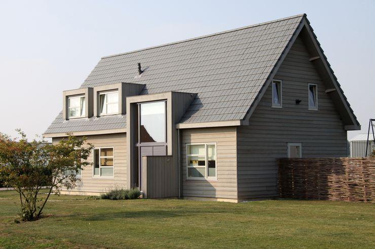 ScanaBouw BV Casas de estilo moderno
