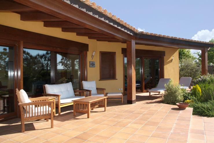 RIBA MASSANELL S.L. Mediterrane Häuser Holz