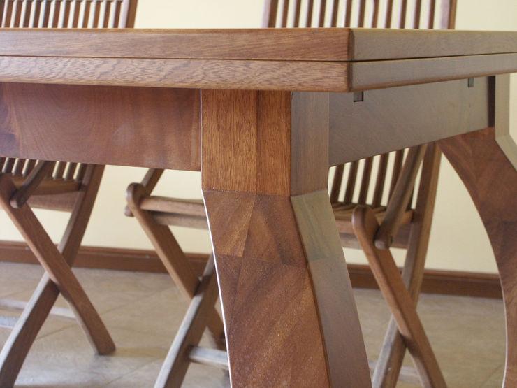Mesa madera iroko laminada RIBA MASSANELL S.L. Comedores de estilo mediterráneo Madera