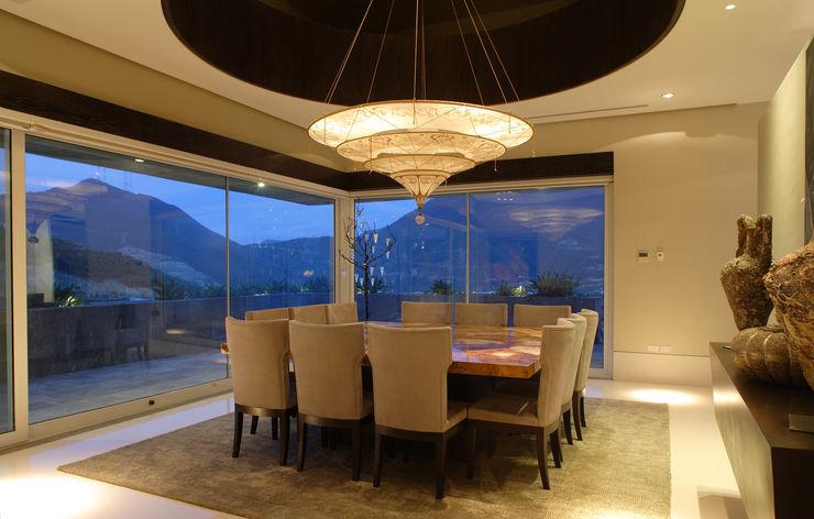 Portico Arquitectura + Construcción Modern Dining Room