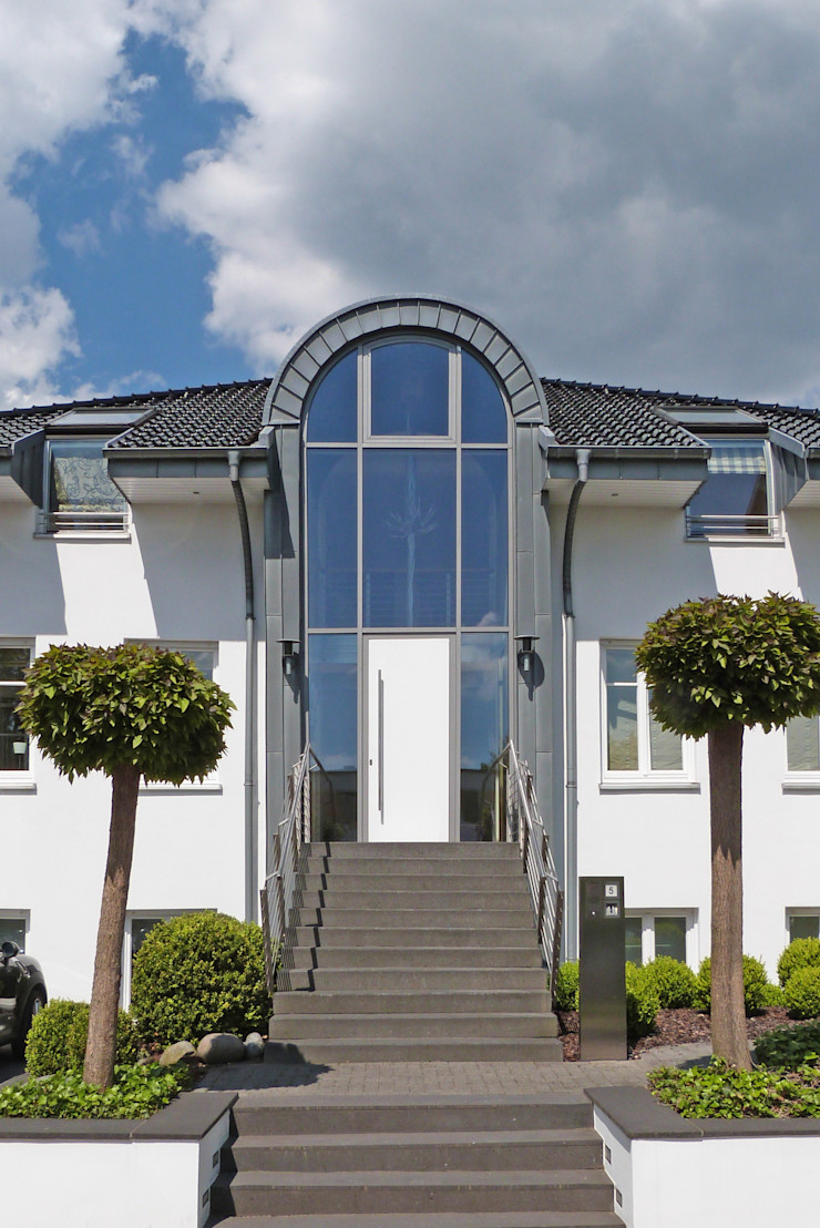 beyond REAL ESTATE Modern Houses