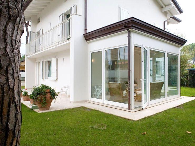 Verande - Giardini d'inverno quartieri luigi Balcone, Veranda & Terrazza in stile moderno