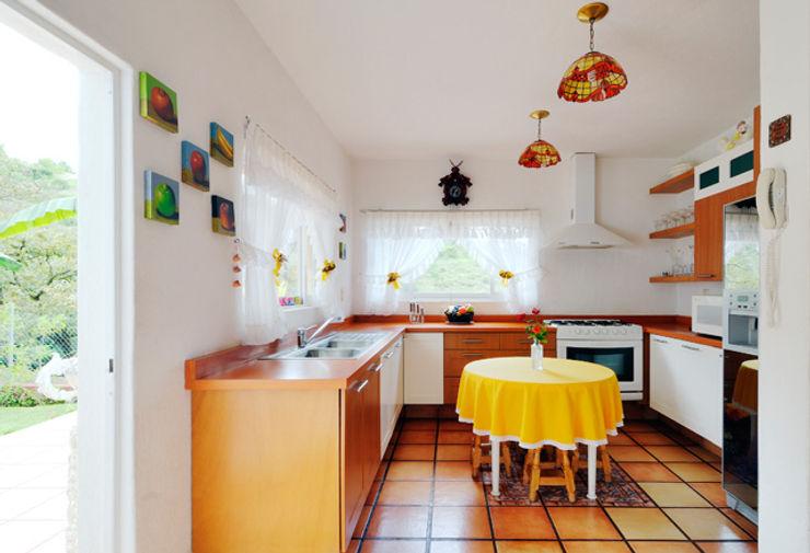 la cocina Excelencia en Diseño Cocinas de estilo colonial Madera Marrón