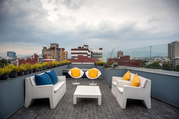 MAAD arquitectura y diseño Eclectic style balcony, veranda & terrace