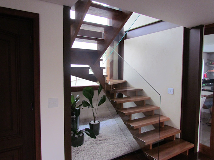 Ana Donadio Arquitetura 現代風玄關、走廊與階梯