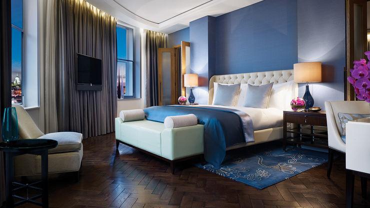 homify Dormitorios de estilo clásico Madera Azul