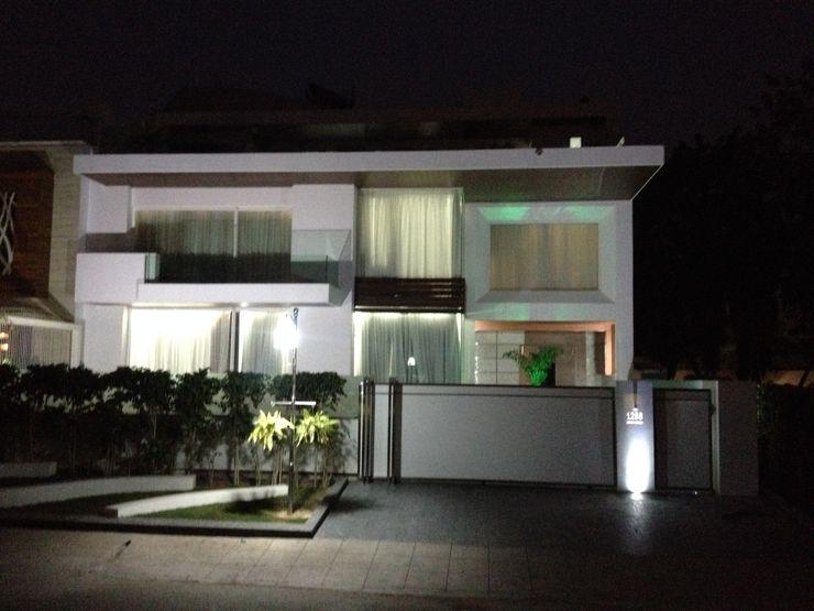 exterior solid surface application JRD Associates Minimalist houses Plastic White