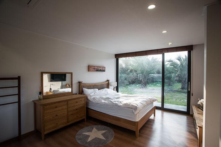 제주도 하도리 주택 ZeroLimitsArchitects 모던스타일 침실