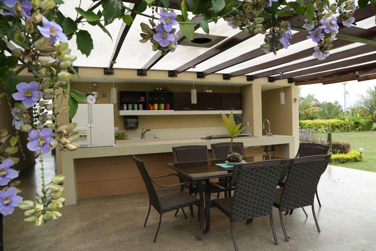 COLECTIVO CREATIVO Tropical style kitchen