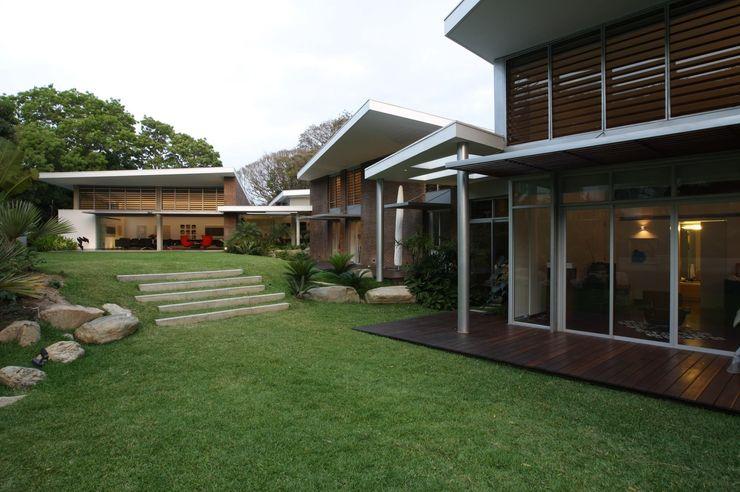 Casa BA oda - oficina de arquitectura Jardines de estilo moderno