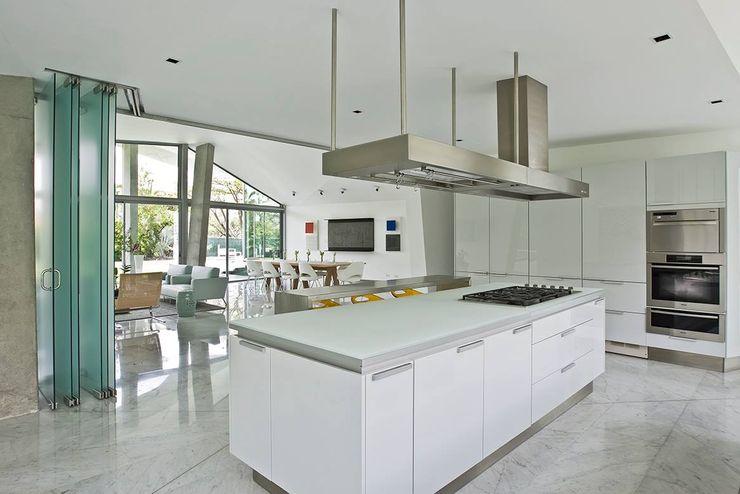 oda - oficina de arquitectura Modern kitchen