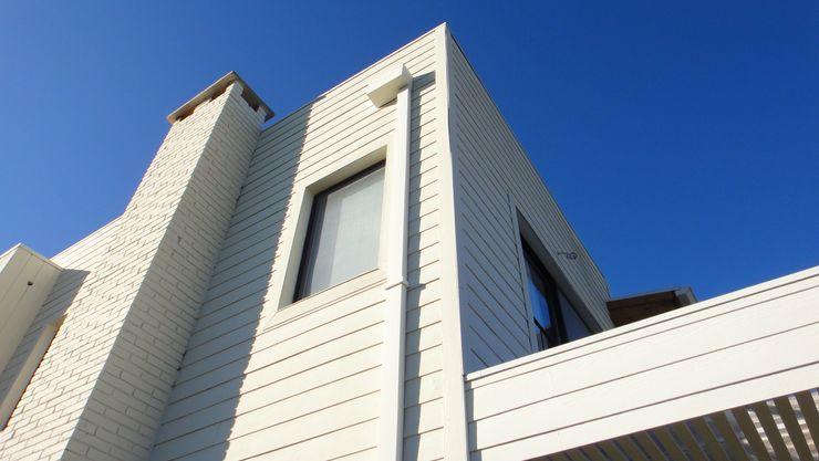 Detalle revestimientos 2424 ARQUITECTURA Casas modernas: Ideas, imágenes y decoración Madera Blanco