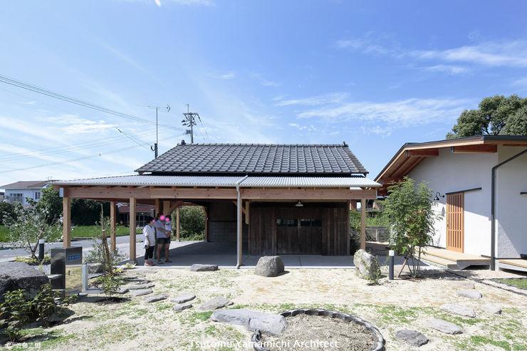 山道勉建築 Asian style gardens Wood Grey