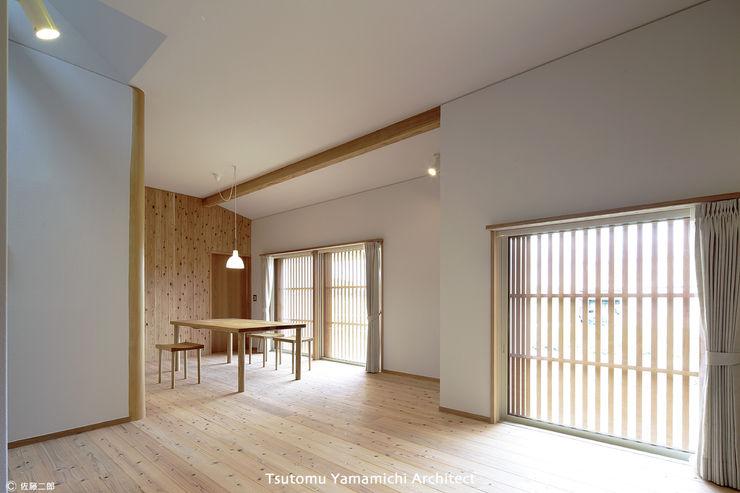 山道勉建築 Scandinavian walls & floors Wood White