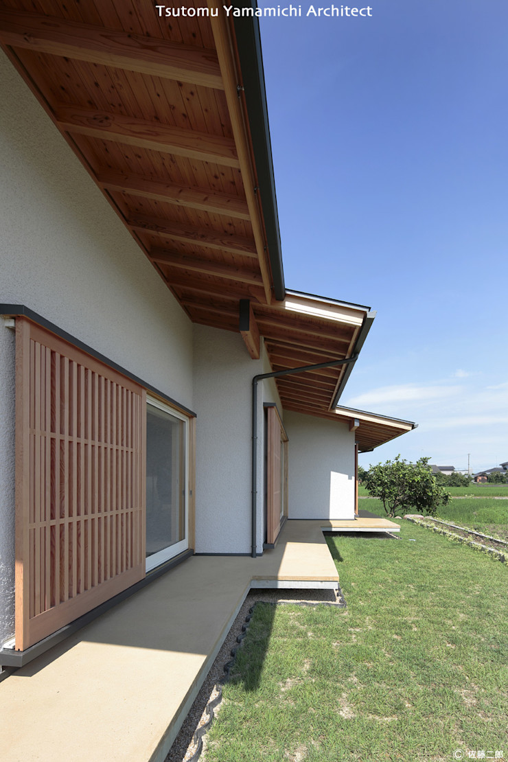 山道勉建築 Scandinavian style balcony, porch & terrace Wood White