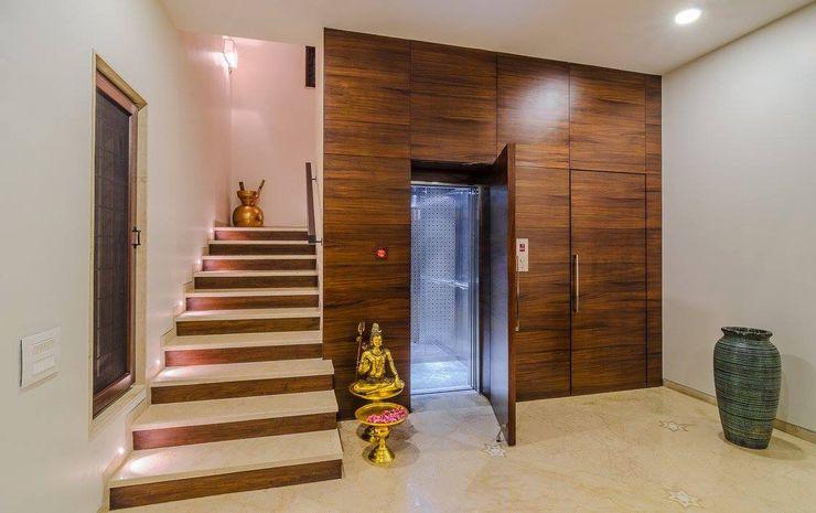 Nahata Residence. In-situ Design Modern corridor, hallway & stairs
