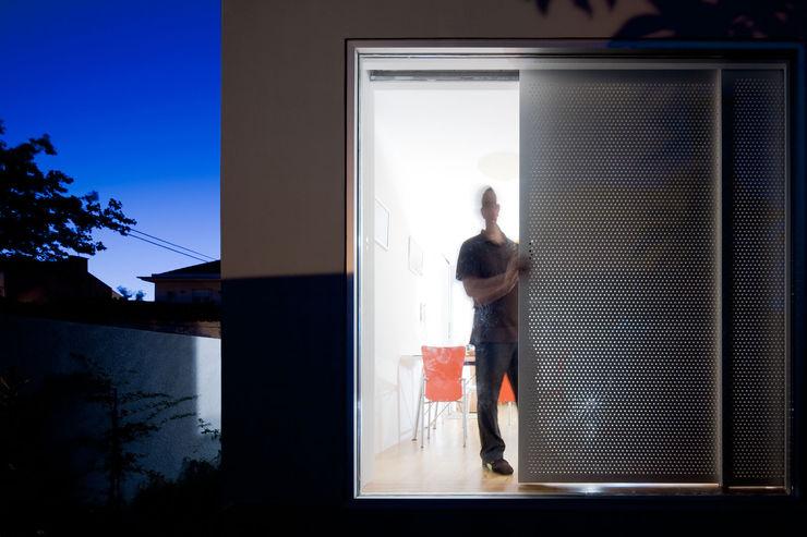 EXTRASTUDIO Puertas y ventanas mediterráneas