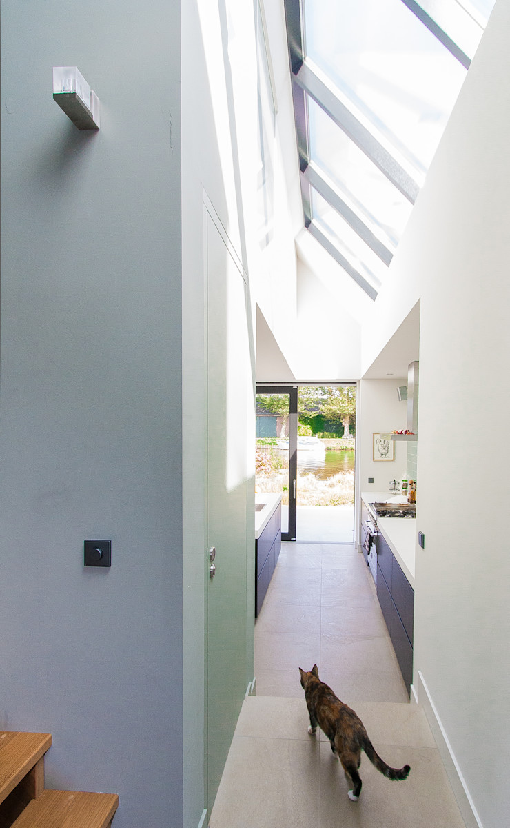 ScanaBouw BV Modern Corridor, Hallway and Staircase