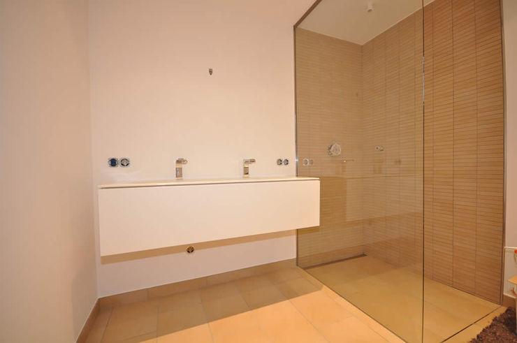 Moderne Wohlfühloase Fa. RESANEO® Moderne Badezimmer Beige