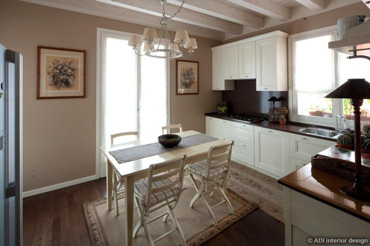 Restyling con soppalco ADI ARREDAMENTI Cucina in stile classico Legno Marrone