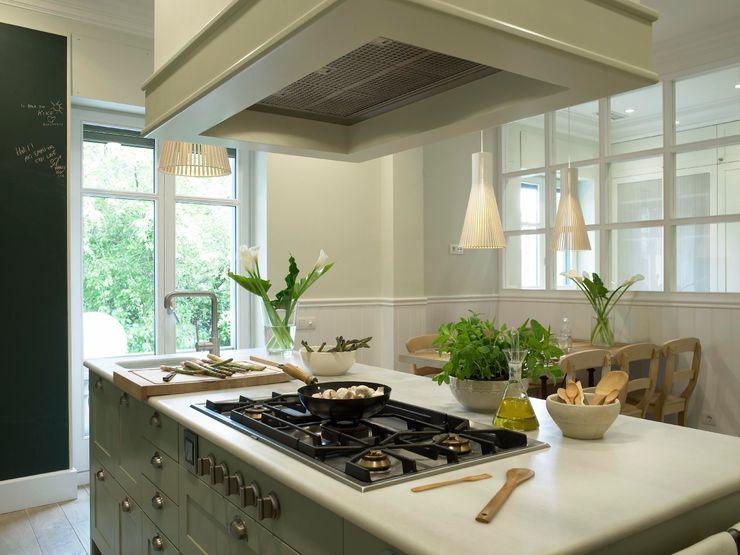 DEULONDER arquitectura domestica Classic style kitchen Green