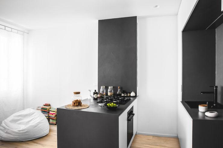 MIROarchitetti Cozinhas modernas Preto