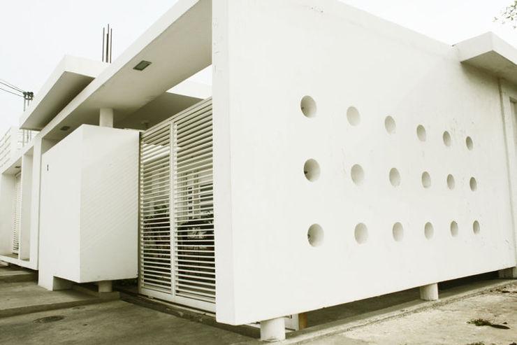 vivienda de la serie rectángulos Eira Fernandez Casas de estilo minimalista Caliza Blanco