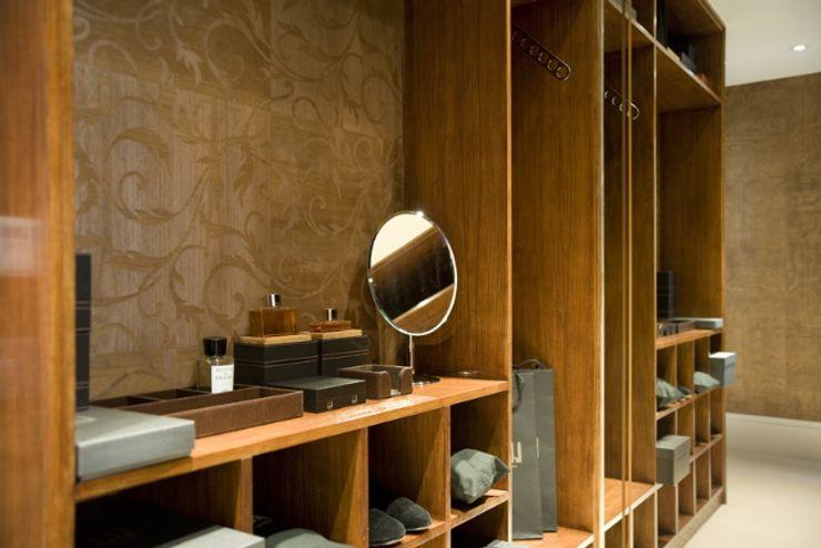 Dressing room at the Chester Street House Nash Baker Architects Ltd 更衣室