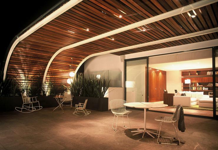 Terraza Weber Arquitectos Balcones y terrazas de estilo moderno Madera