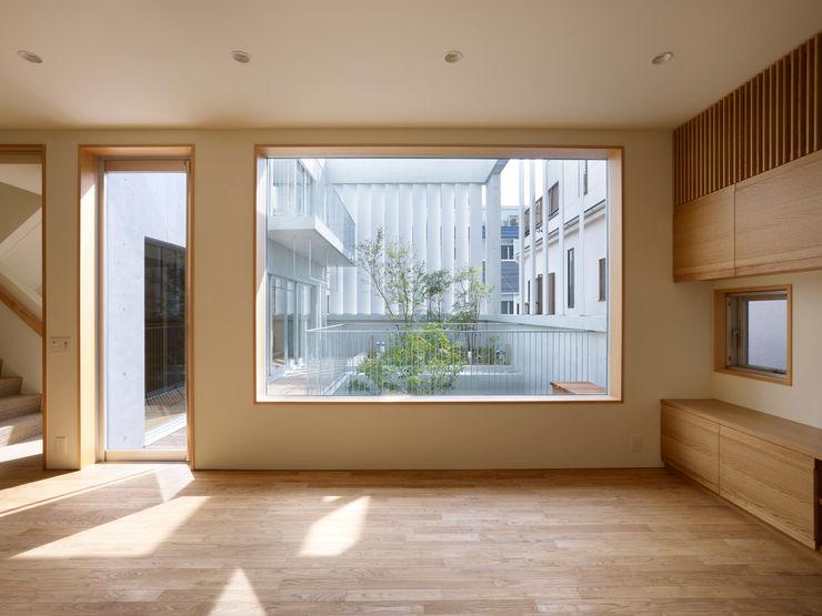 小松設計 Nowoczesne okna i drzwi