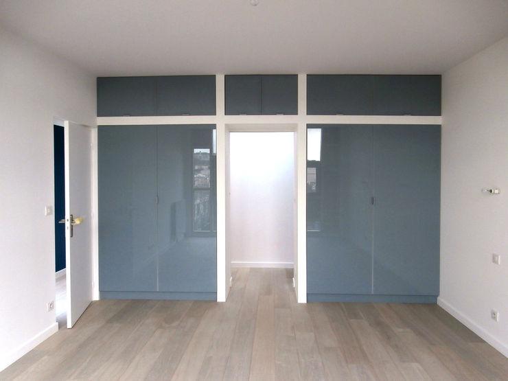 Olivier Stadler Architecte Modern dressing room Glass Grey