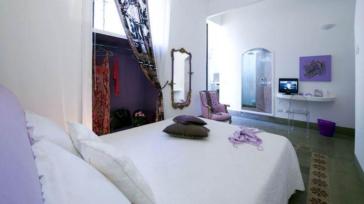 room viola FS design Camera da letto eclettica Ceramiche Viola/Ciclamino