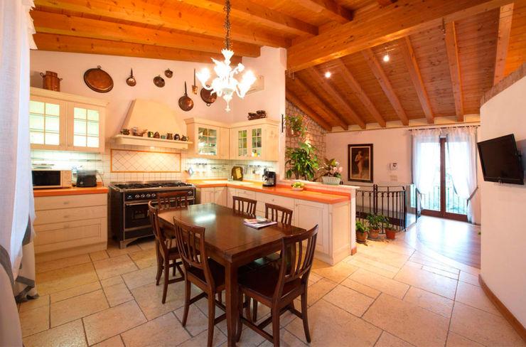 Ristrutturazione Villa a verona STEFANIA ARREDA Cucina in stile classico