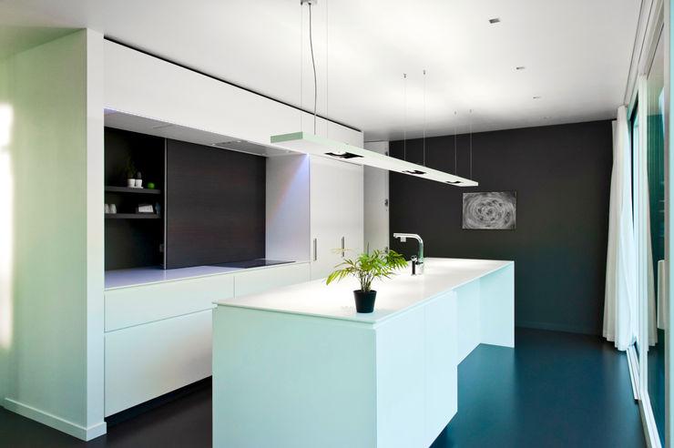 House WR Niko Wauters architecten bvba Minimalist kitchen