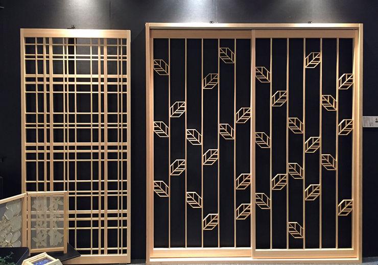 Original modern door of the new sense 有限会社種村建具木工所 Moderne ramen & deuren