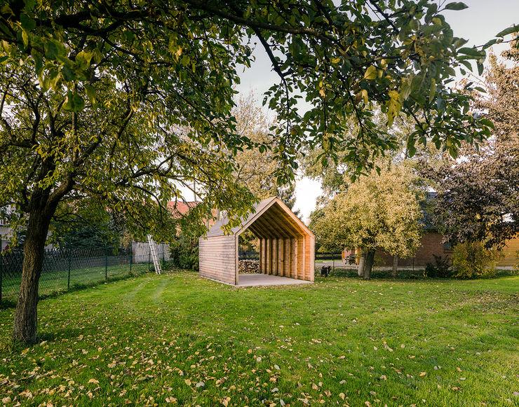 JAN RÖSLER ARCHITEKTEN Minimalist garage/shed Wood