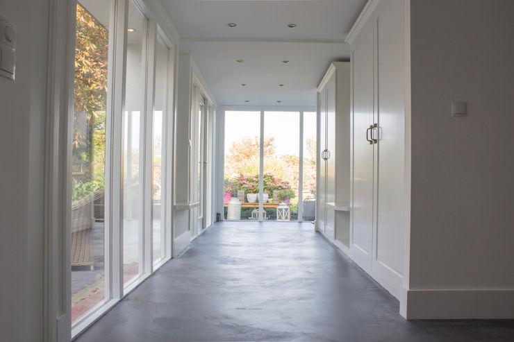 Woonbeton - Cementgebonden gietvloer Motion Gietvloeren Moderne gangen, hallen & trappenhuizen Grijs