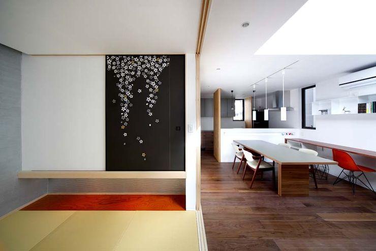 和室/ダイニング 6th studio / 一級建築士事務所 スタジオロク モダンデザインの 多目的室 黒色
