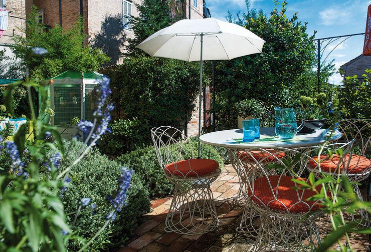 Studio Architettura del Paesaggio Giardini Giordani di Luigina Giordani Modern Terrace Metal Orange