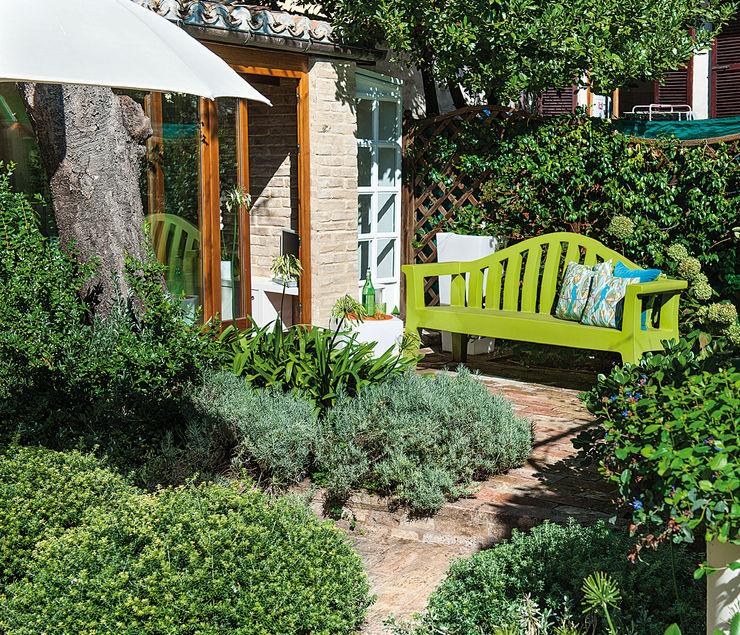 Piccolo giardino di città Studio Architettura del Paesaggio Giardini Giordani di Luigina Giordani Giardino moderno Plastica Verde