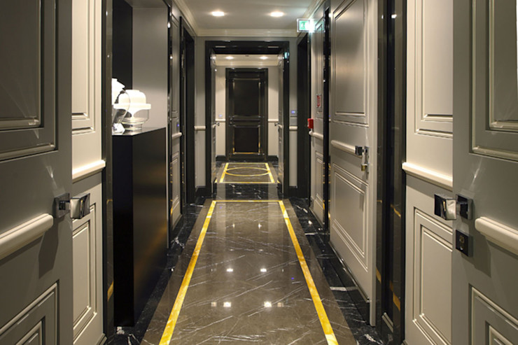 Progetto Spagnulo & Partners Modern corridor, hallway & stairs