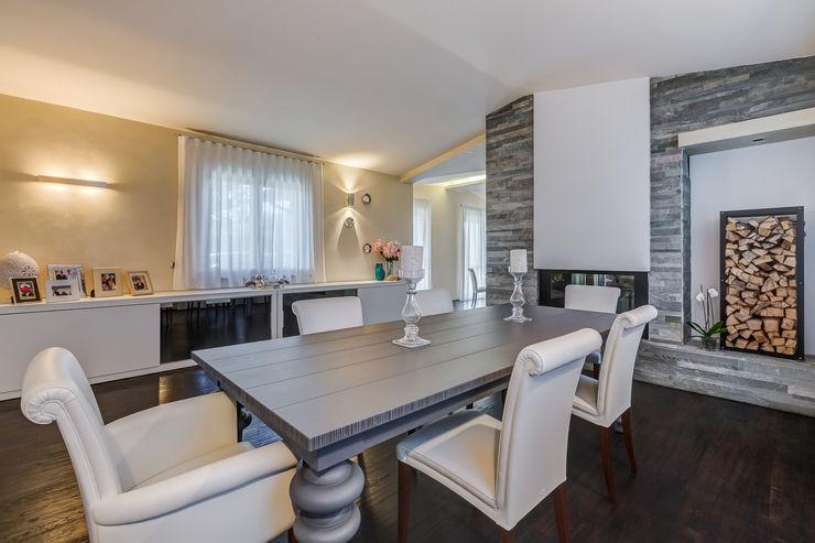 OPEN SPACE IN VILLA Erina Home Staging Sala da pranzo in stile classico