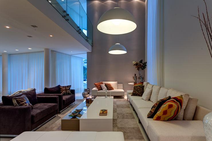 Isabella Magalhães Arquitetura & Interiores Modern living room Beige