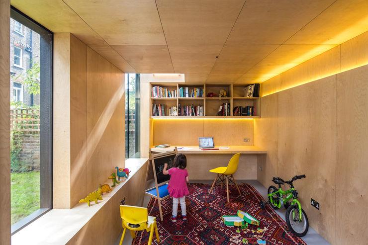 Shadow Shed Neil Dusheiko Architects غرفة الاطفال