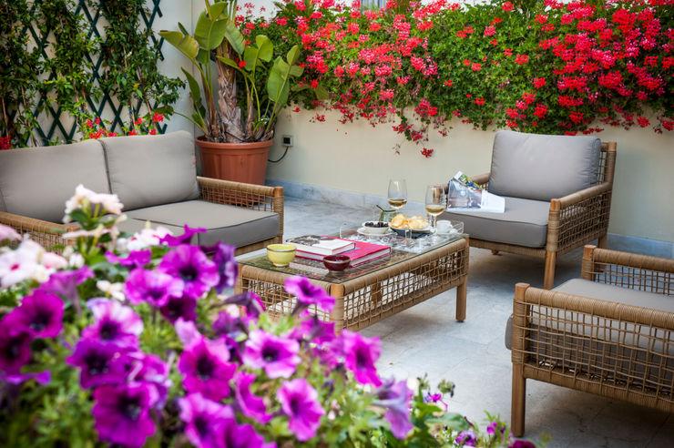 EXCELSIOR HOME INTERIORS Balcones y terrazasAccesorios y decoración Rojo