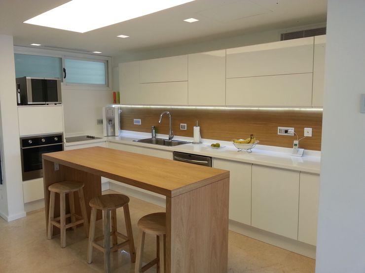 ARCE FLORIDA 現代廚房設計點子、靈感&圖片 木頭 White