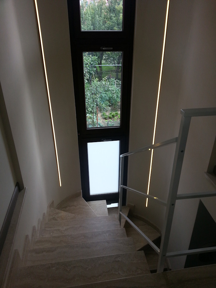 Casa SM ArchitetturaTerapia® Ingresso, Corridoio & Scale in stile moderno Pietra