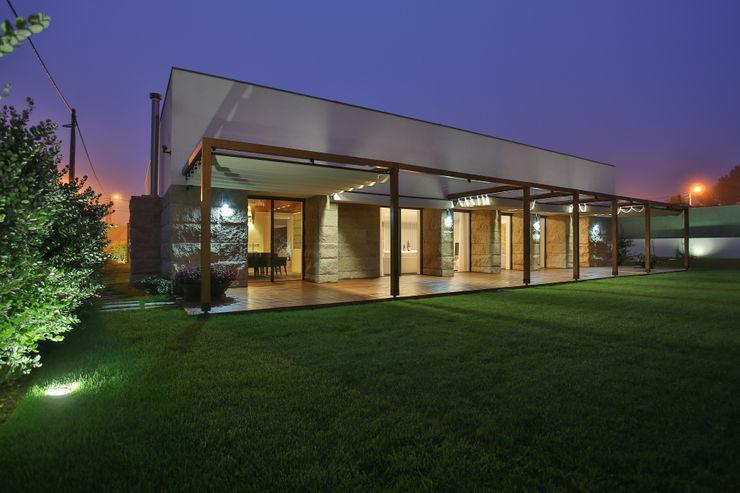 Moradia MC RDLM Arquitectos associados Casas modernas