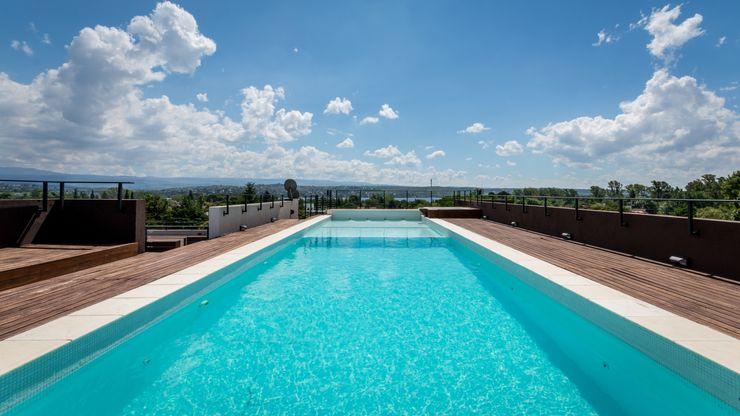 CELOIRA CALDERON ARQUITECTOS Modern Pool Concrete White